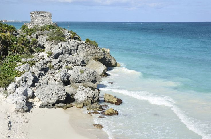 As ruínas de Tulum se debruçam sobre o mar, a cerca de 130 quilômetros de Cancún