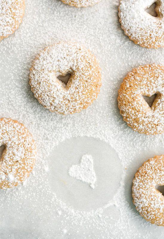 Regalos para San Valentín I: Galletas Linzer http://www.unodedos.com/recetario-de-cocina/regalos-para-san-valentin-i-galletas-linzer/