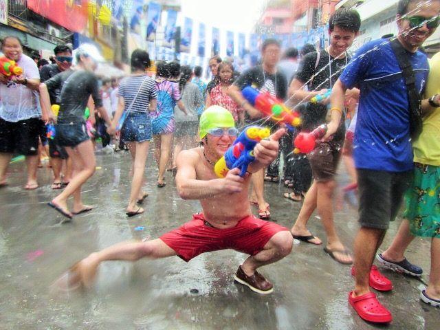 タイ全土にて旧正月に行われる祭り。ソンクラーン。 水かけ祭りとして認知が高くなっている。世界のお祭りまとめ