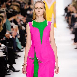 Christian Dior Kleid pink / Herbst/Winter 2014/2015 Prêt-à-porter / Model Valeriya Makarova