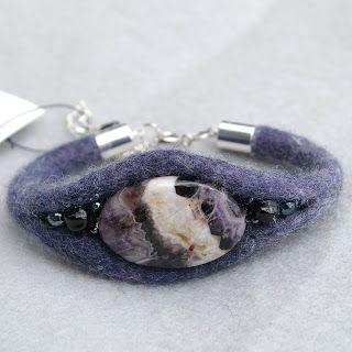 Bracelet with stone