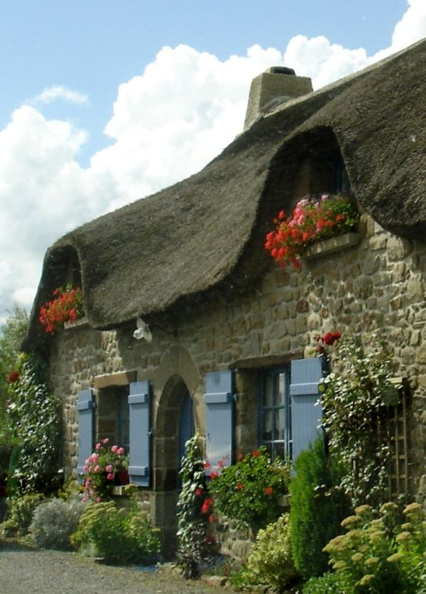 Thatched cottage by caroline.c