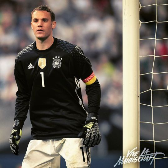 Manuel Neuer. Don't like Germany, but he's a great player.