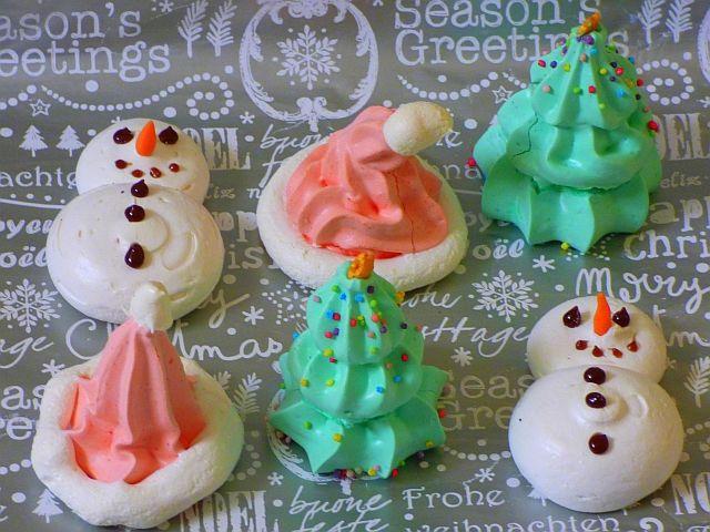 Tannenbäume / Weihnachtsbäume aus luftigem Baiser, ideal für Kinder in der Adventszeit