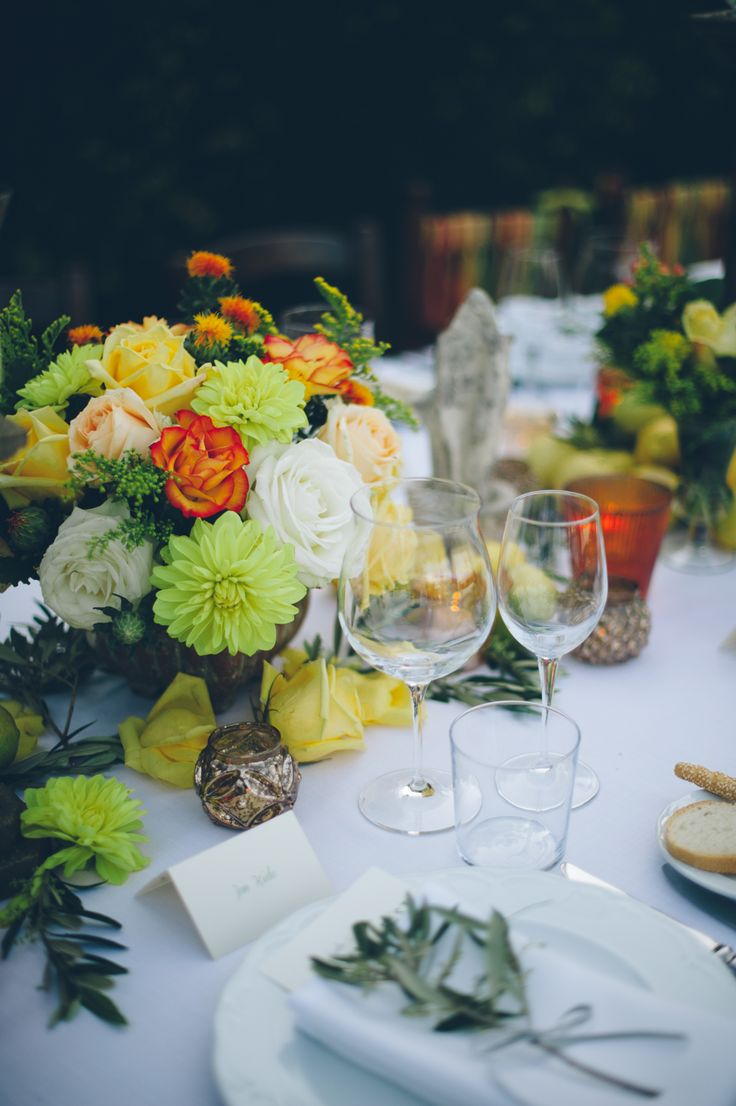 Peach Yellow and Green Floral Arrangements | photography by http://www.leliascarfiotti.com