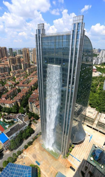 Construyen la cascada artificial más alta del mundo en un edificio