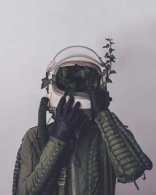 Imagen de green, astronaut, and plants