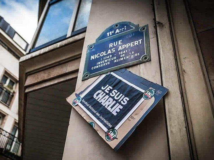 """La rue Nicolas Appert - """"Je suis Charlie""""  (Paris 11e)"""