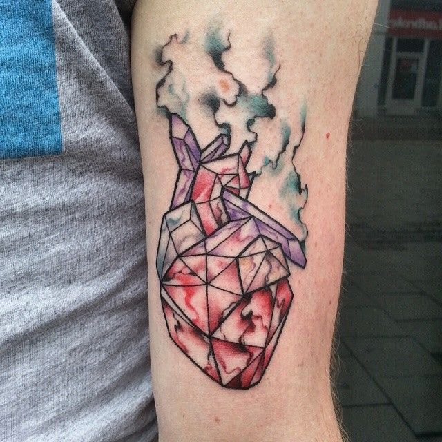 20 best images about geometric heart tattoo on pinterest for Avant garde tattoo