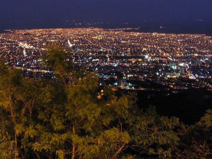 Cali, Colombia nocturna