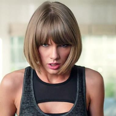 Hot: Taylor Swift falls off her treadmill while singing 'Jumpman' in hilarious new Apple commercial