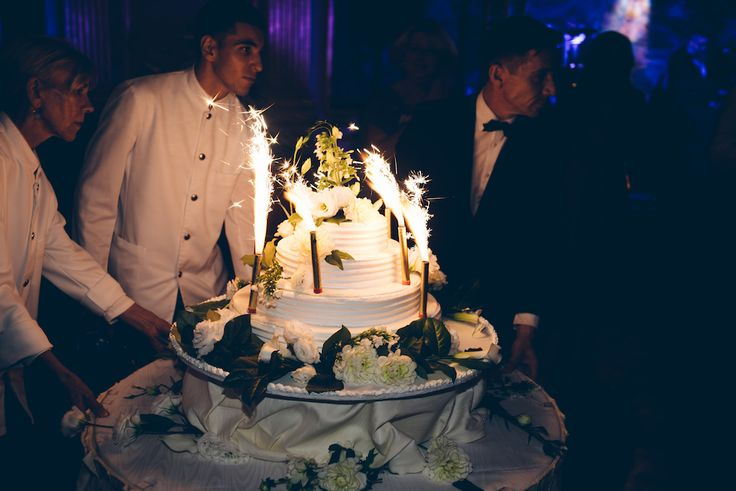 Amber's wedding cake at Cercle de l'Union Interalliée. Photo by Lelia Scarfiotti. (Follow amber_chloe on instagram).