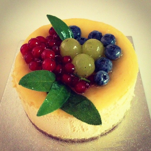 cheesecake with fruit... MADE #cheesecake #fruit #made