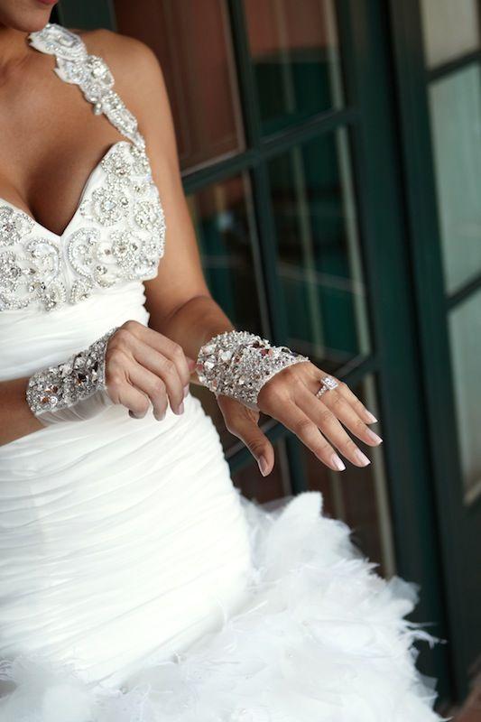 @Ines Di Santo gown + fingerless gloves #glamorous
