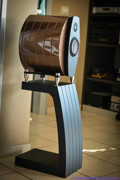 EmmeSpeakers Da Vinci on stands