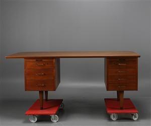 Skrivbord att buda hem.  Vara: 3558276Skrivbord, teak, 1900-talets mitt