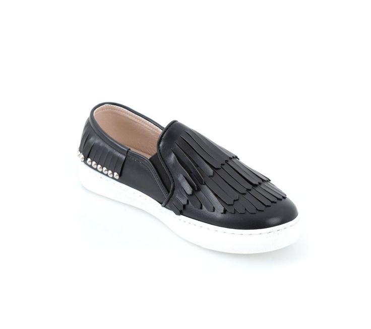 Tenisky s cvokmi a strapcami | modino.sk #ModinoSK #modino_sk #modino_style #style #fashion #spring #summer #shoes #sneakers #slipon