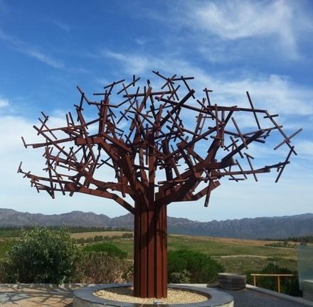 Unusual sculpture at Waterkloof - Tours du Cap