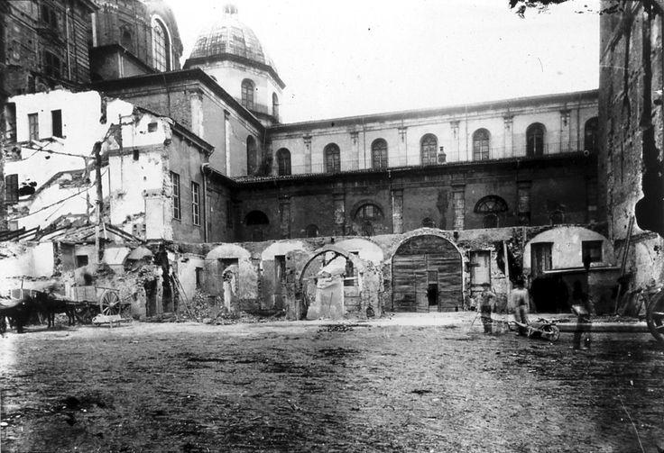 TORINO Resti del chiostro di San Salvatore durante le demolizioni di fine Ottocento