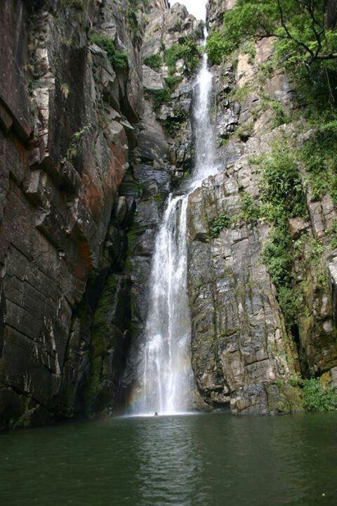 """MINAS GERAIS BRASIL... parece a """"nossa"""" cachoeira, só não digo onde porque meu avô é muito brabo!"""