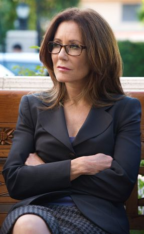 THESE ARE MY NEXT READING GLASSES:  mary mcdonnell major crimes EYEGLASSES - Google Search                                                                                                                                                                                 Más