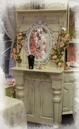 Shabby Chic old door and mirror: Repurpo Windows And Doors, Vintage Doors Idea, Repurposed Doors, Diy'S, Shabby Chic, Doors Repurpo Tables, Tables Leggings, Repurpo Doors, Old Doors