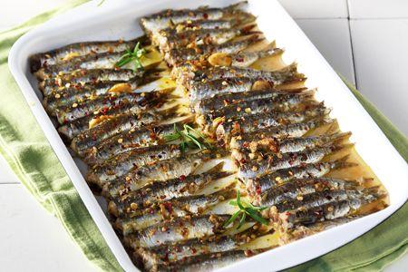 Σαρδέλες στο φούρνο με μυρωδάτη κρούστα - Συνταγές | γαστρονόμος
