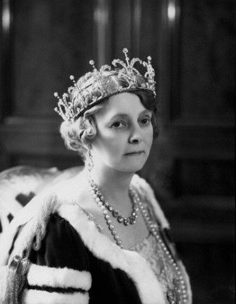 Countess of Iveagh in coronation robes