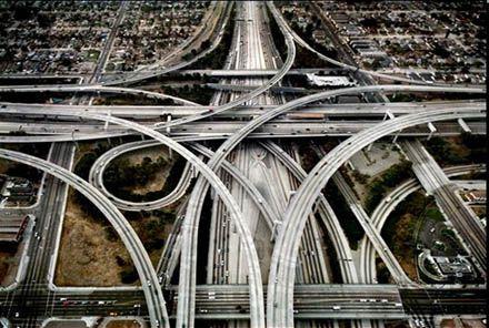 Interseção Juiz Harry Pregerson, entre os Interstates I-105 e I-110, em Los Angeles