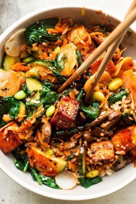 Veganer Bibimbap ist eine pflanzliche Variante eines klassischen koreanischen gemischten Reisgerichts. Es & # 39 …