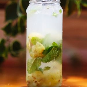 Água de Coco com Chá de Hortelã e Uva Verde