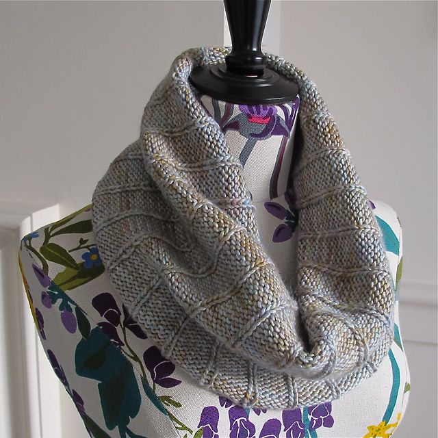 Ravelry: Simple Ribbed Cowl pattern by Orange Flower Knit: Cowls & Scar...