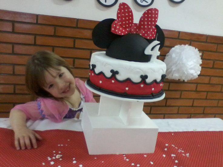 Torta y confettti  Cumpeaños Minnie Mouse by Dulcinea de la fuente www.facebook.com/dulcinea.delafuente.5  https://www.facebook.com/media/set/?set=a.117305701748719.33441.100004078680330&type=1&l=b380a10ba8  #fiesta #golosinas  #cumpleaños #mesadulce #festejo #fuentedechocolate #agasajo#mesa dulce #candybar #sweet table  #tamatización #souvenir #minnie