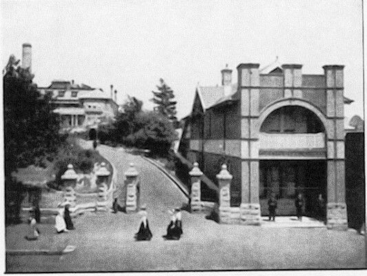 Carrington Hotel in Katoomba,in the Blue Mountains region of New South Wales (year unknown).