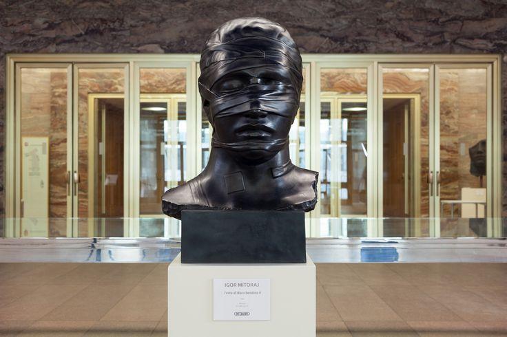 Igor Mitoraj, Testa di ikaro bendata, bronzo, 78 x 45 x 43 cm