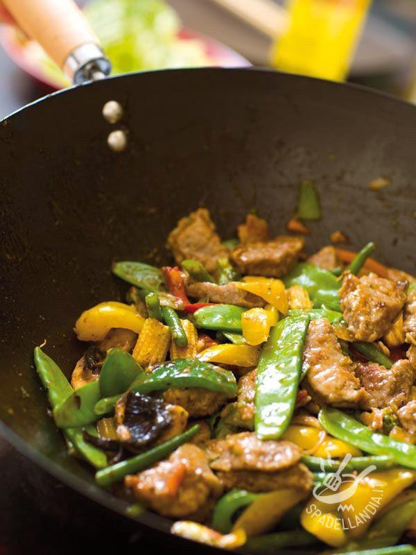 Strips of beef Oriental - Cercate una ricetta che regali ai vostri commensali un po' di sapore esotico? Ecco qua serviti sulla vostra tavola gli Straccetti di manzo all'orientale! #straccettiallorientale