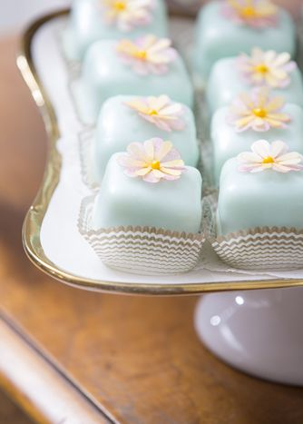 Pastel Petit Fours: Debi Lilly of A Perfect Event in Chicago styles Easter sweets tables with take-home treats for guests. Included are icy blue petit fours from Toni Patisserie.