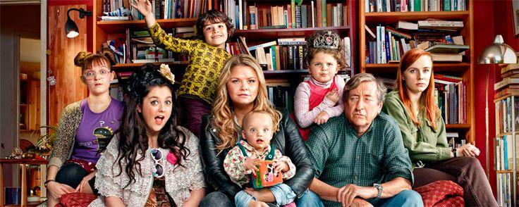 'Raised by Wolves': Diablo Cody y Greg Berlanti adaptarán la comedia británica para ABC  Noticias de interés sobre cine y series. Estrenos trailers curiosidades adelantos Toda la información en la página web.