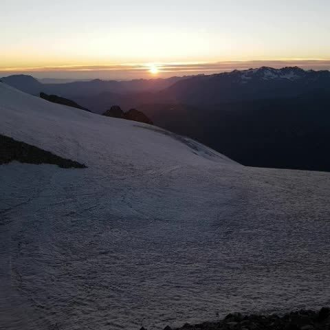 Sunset on Refuge de l'Aigle 3400m | #alpes #france #myhautesalpes #sunset #mountains #landscape #travel