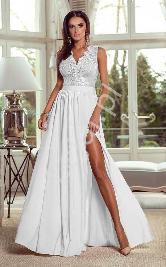 8f7a8e54e8 Suknia ślubna z rozcięciem ukazującym nogę