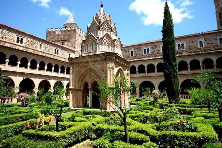 Monasterio de Guadalupe, uno de los mas bonitos de #España: http://bit.ly/LRmWbK #Spain