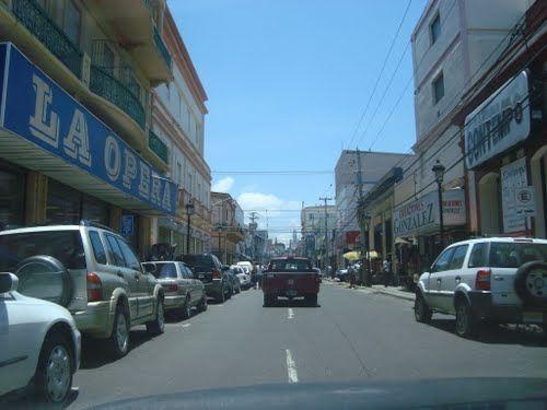 Calle El Sol de Santiago - Es la calle comercial de Santiago de los Caballeros, aquí hay el museo, atracciones locales, tiendas de regalos, lugares para comer y beber y monumentos importantes.