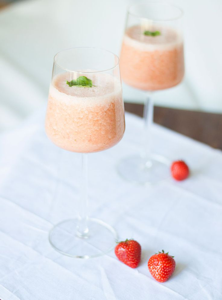 Smoothie jordgubb, citron & mynta. Smoothie strawberries, lemon & mint.