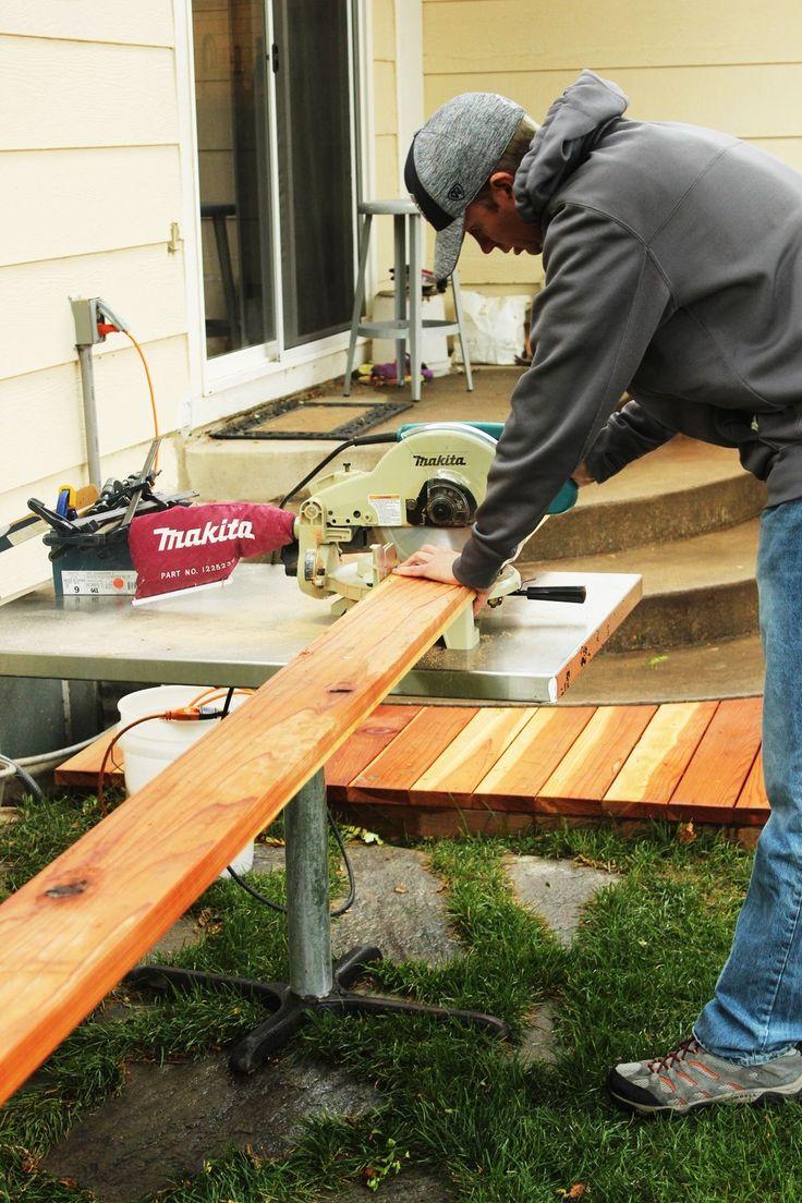 So schneiden Sie ein Redwood-Deck ab: Feinarbeiten vor dem Färben und Versiegeln