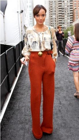 Selita Ebanks Marlenehose orange rost braun