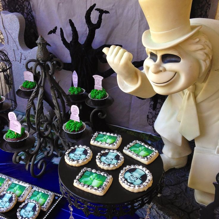 lauras little party disney themed grad party disney halloween decorationsdisney