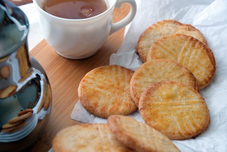 Pour un petit déjeuner en douceur je vous propose de choisir d'accompagner votre café ou thé du matin, de petits biscuits Mont St Michel.