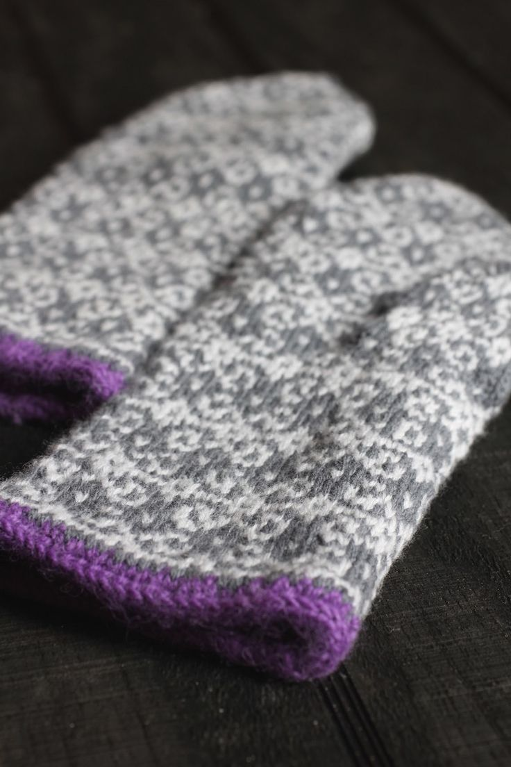 I do love a good mitten pattern and this new one I found might be my favorite yet. The Northman Mitten is right up there, though. There's a couple of things I look for in a good mitten pattern: i...