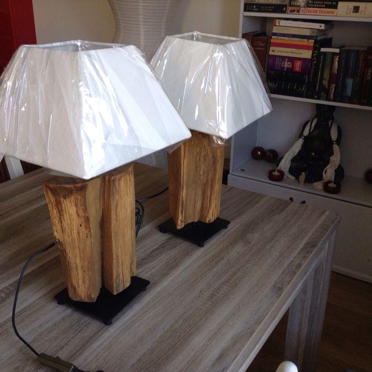 Lampen met houten voet. Klein model