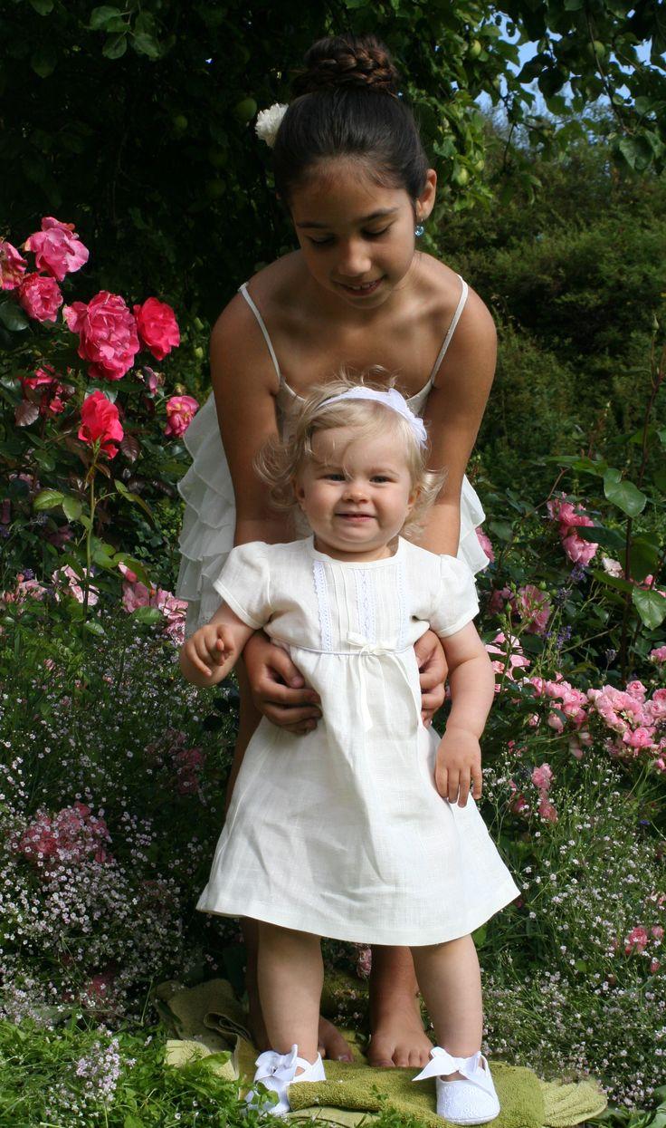Festklänning till babyn i lin, dåskjoler, after christening dress in linen, https://www.graceofsweden.com/sv/festklaeder-foer-barn/festklaenningar